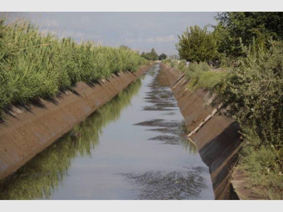 Resultado de imagen para IMAGEN CANAL DE RIEGO EN ULLUM