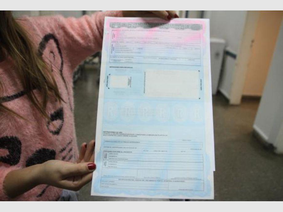 Empezaron a dar el nuevo y más seguro certificado de nacimiento ...