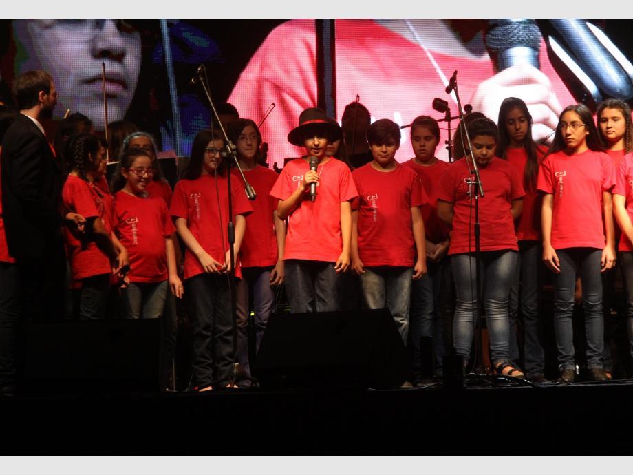 Versión. El Coro de Niños de la UNSJ cantando Vallecito.