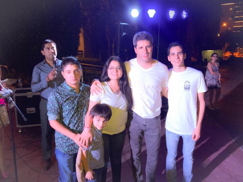 Uñac pasó Nochebuena con la gente en el Centro Cívico
