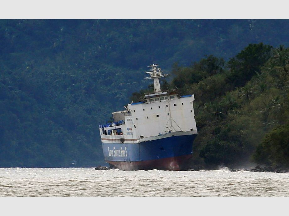 A passenger inter-island ferry Shuttle RoRo 5 is pictured after it was swept ashore at the height of Typhoon Nock-Ten in Mabini, Batangas - Filipinas Tifón