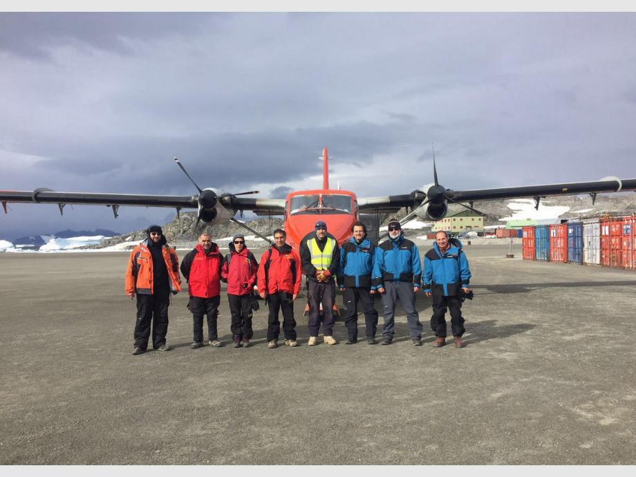 En la base Rothera. El equipo designado por Argentina y Chile para realizar una inspección en la base antártica Rothera.