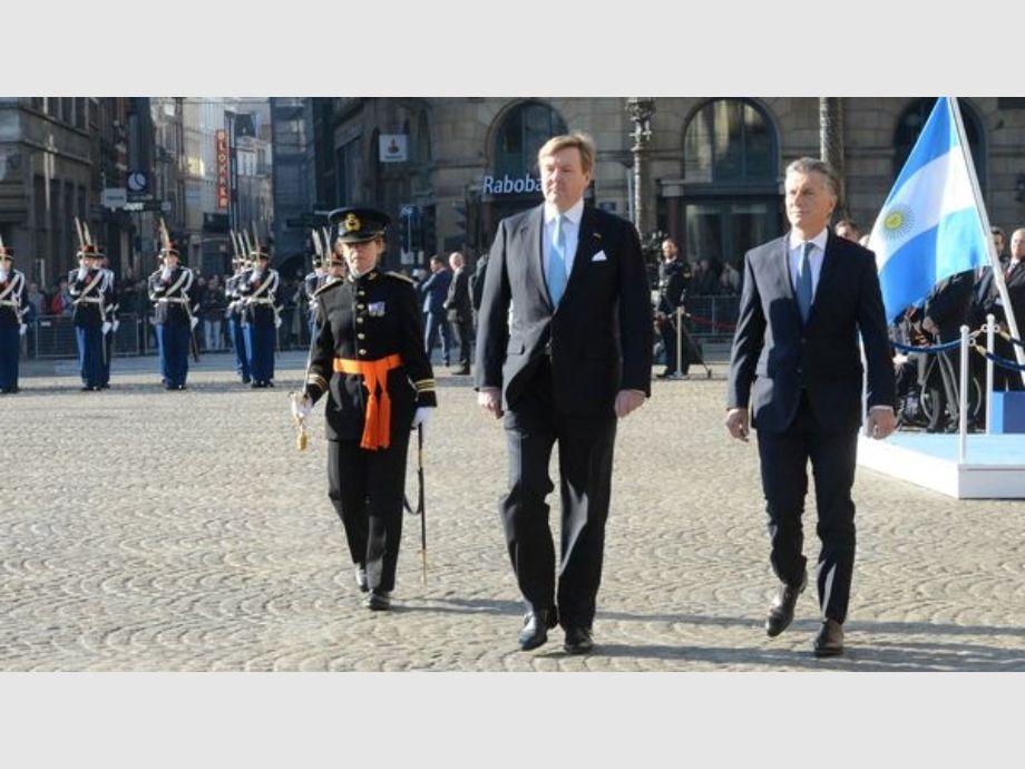 Macri fue recibido por la reina Máxima en el inicio de su visita a Holanda - Macri en Holanda