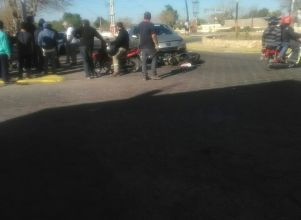 Un auto atropelló a un motociclista en un cruce con rotonda - Capital Chimbas Accidente