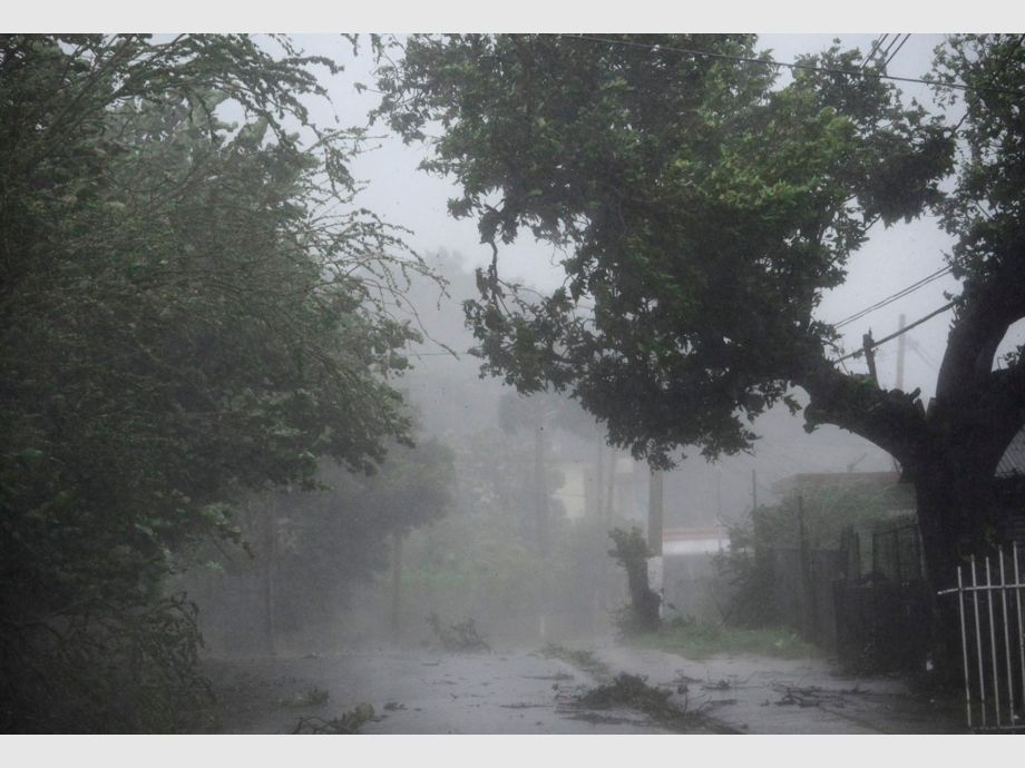 High winds and rain sweep through the streets of the Matelnillo community during the passage of hurricane Irma, in Fajardo, Puerto Rico, Wednesday, Sept. 6, 2017. The US territory was first to declare a state of emergency las Monday, as the National Hurricane Center forecast that the storm would strike the Island Wednesday. (AP Photo/Carlos Giusti) - PUERTO RICO OUT-NO PUBLICAR EN PUERTO RICO - Huracán Irma
