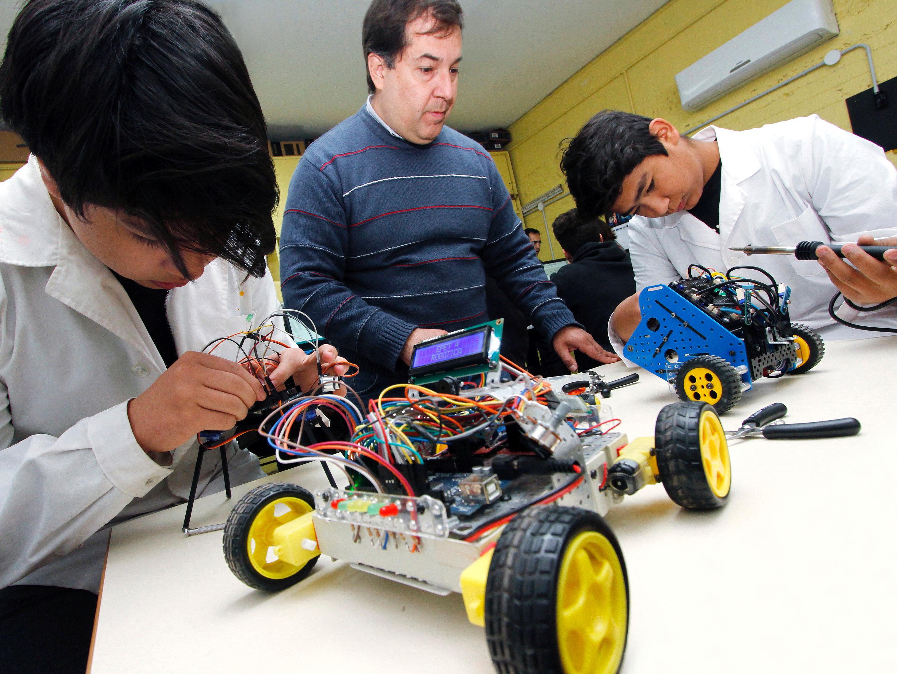 Robótica, la ciencia de aprender jugando  