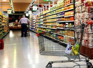 El consumo en supermercados y shoppings cayó en julio un 2,1% interanual - indec