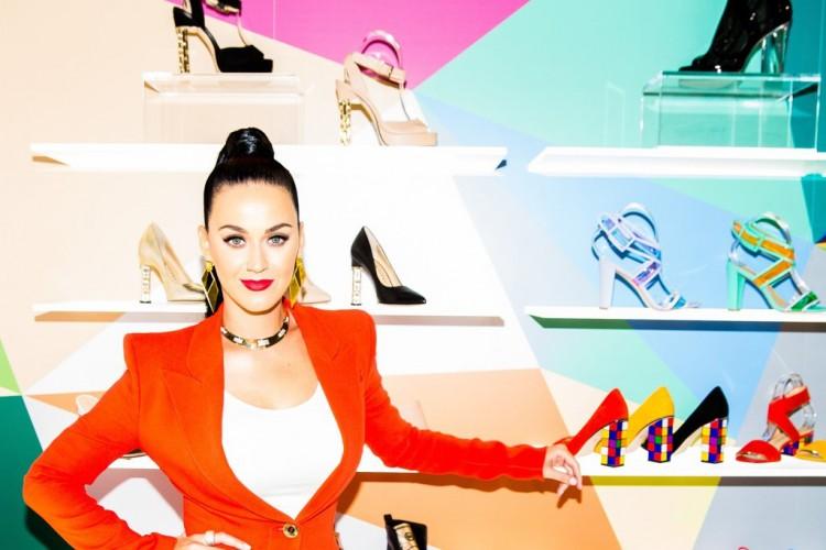 9e1e91b0f Extravagante y colorida colección de zapatos de Katy Perry