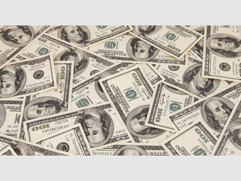 Con una nueva intervención del Central el dólar cerró a $20,45