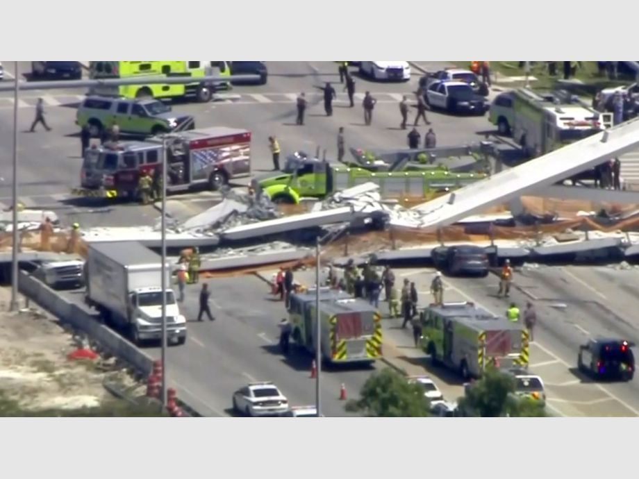 Emergency crews look for victims at the scene of a collapsed pedestrian bridge at Florida International University in Miami, Florida - NARCH/NARCH30 3TP - miami