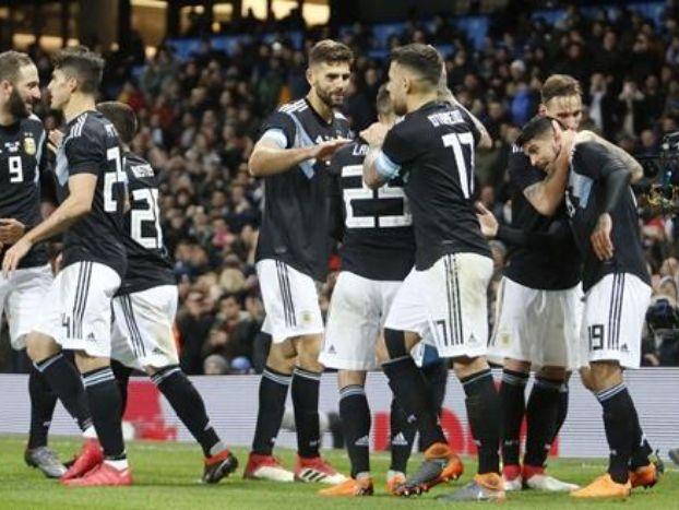 Sin Messi, Banega y Lanzini le dieron la victoria a Argentina sobre Italia - SELECCIÓN ARGENTINA Argentina vs Italia