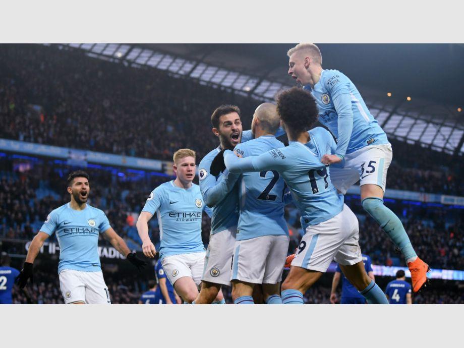 Manchester City se coronaría mañana en Liga Premier si el United pierde