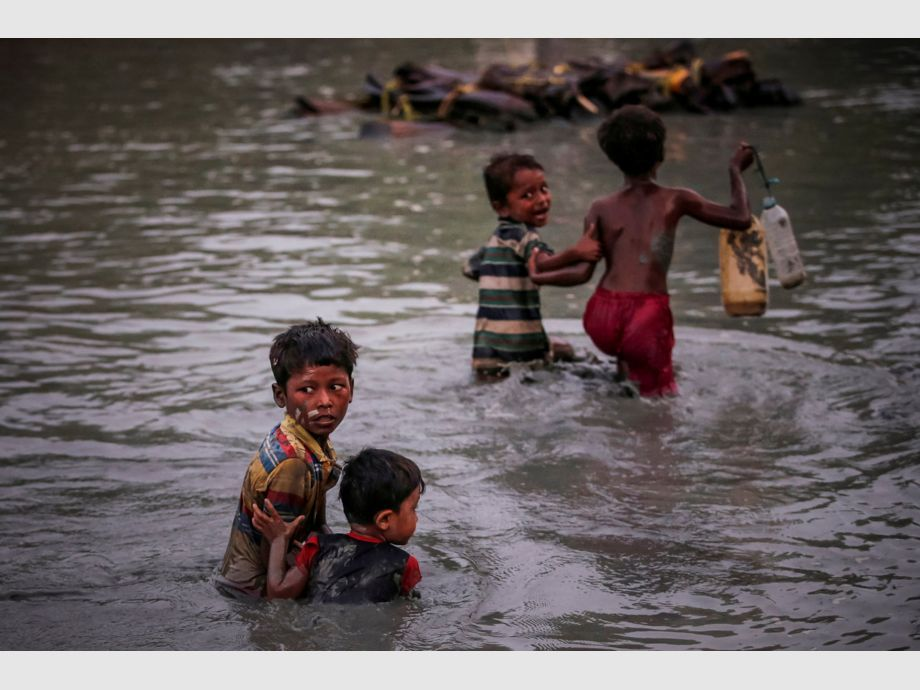 AWARD WINNER: Pulitzer for Feature Photography - Rohingya siblings fleeing violence hold one another as they cross the Naf River along the Bangladesh-Myanmar border in Palong Khali, near Cox's Bazar, Bangladesh November 1, 2017. REUTERS/Adnan Abidi    TO FIND ALL PICTURES SEARCH REUTERS PULITZER -
