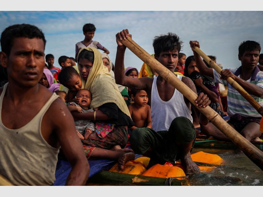 AWARD WINNER: Pulitzer for Feature Photography - Rohingya refugees cross the Naf River with an improvised raft to reach to Bangladesh in Teknaf, Bangladesh, November 12, 2017. Picture taken November 12, 2017. REUTERS/Mohammad Ponir Hossain    TO FIND ALL PICTURES SEARCH REUTERS PULITZER -