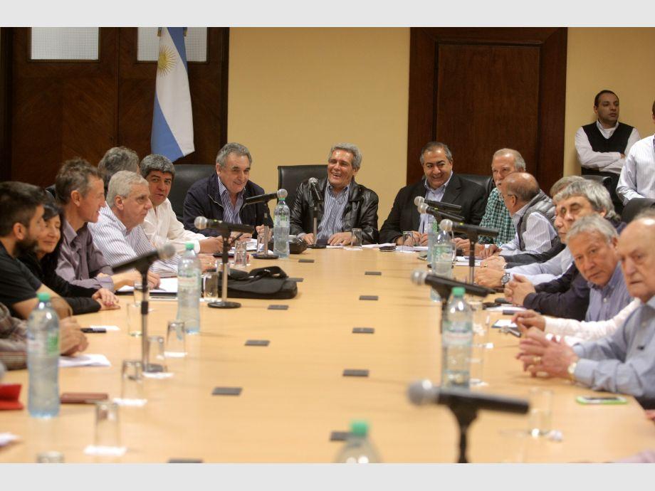 Reunión gobierno y CGT: ofrecen
