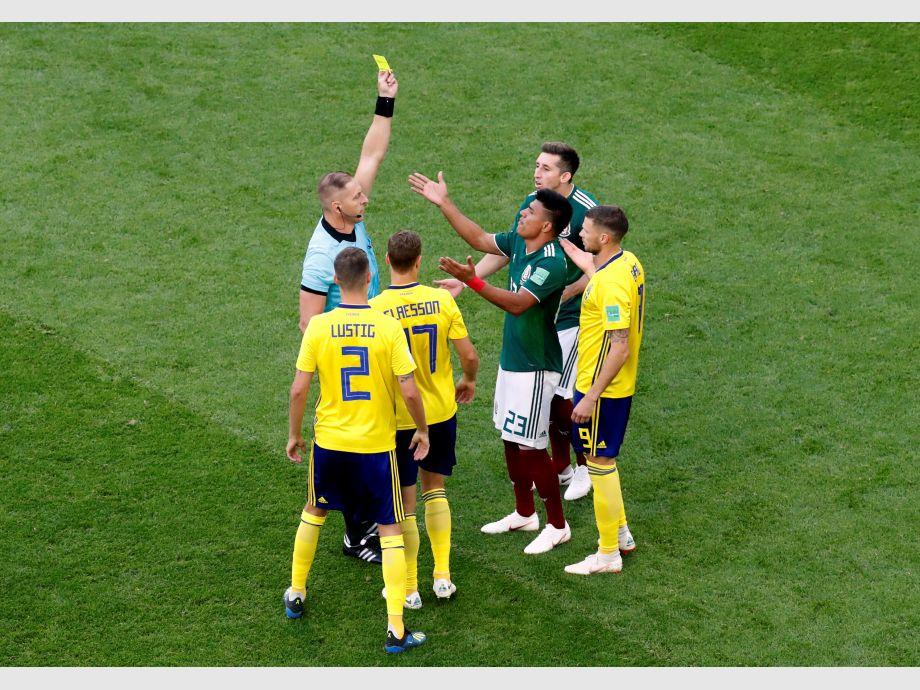Pitana sacó la tarjeta más rápida en la historia de los Mundiales