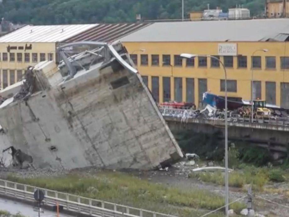 Decenas de muertos al colapsar un puente en Génova