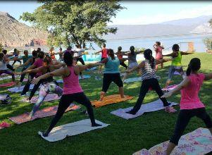 Yoga al aire libre, una actividad para el cuerpo, mente y alma - Revista Oh! Fitness Yoga
