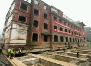 China: desplazaron intacto un hotel histórico de 5.000 toneladas - china