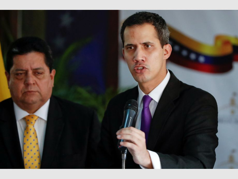 Juan Guaido, President of the Venezuelan National Assembly and lawmaker of the opposition party Popular Will (Voluntad Popular), speaks during a news conference in Caracas - Polémica asunción de Maduro en Venezuela