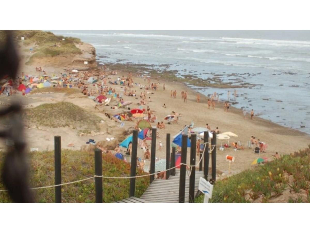 Modelo argentina foto mujer desnuda playa nudista 62