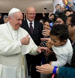 Pope Francis arrives to lead the weekly general audience in Paul VI hall at the Vatican - 3TP - Vaticano Papa Francisco
