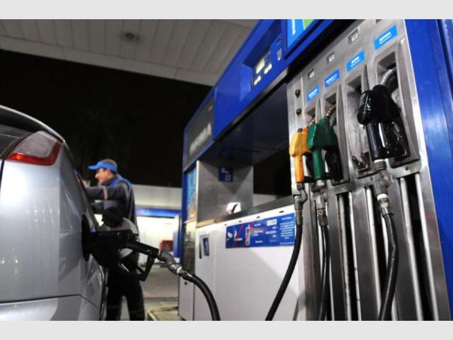 Las tarifas de YPF aumentan casi un 5% este domingo - Naftas YPF