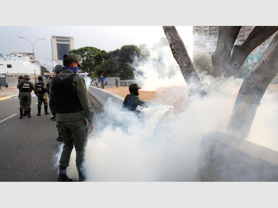 Tear gas floats in the air near the Generalisimo Francisco de Miranda Airbase in Caracas - Tear gas floats in the air near the Generalisimo Francisco de Miranda Airbase