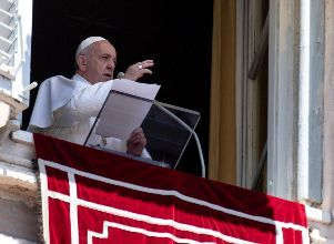 Pope Francis leads the Angelus prayer in Saint Peter - Papa Francisco