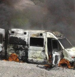 Una ambulancia quemada - ZONDA ambulancia Incendio