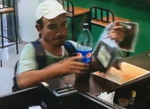 Video: entró a un local, se robó un celular y lo escracharon -