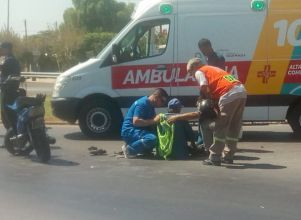 Un accidente entre dos motos dejó a uno de los conductores en el hospital - Rawson Choque de motos