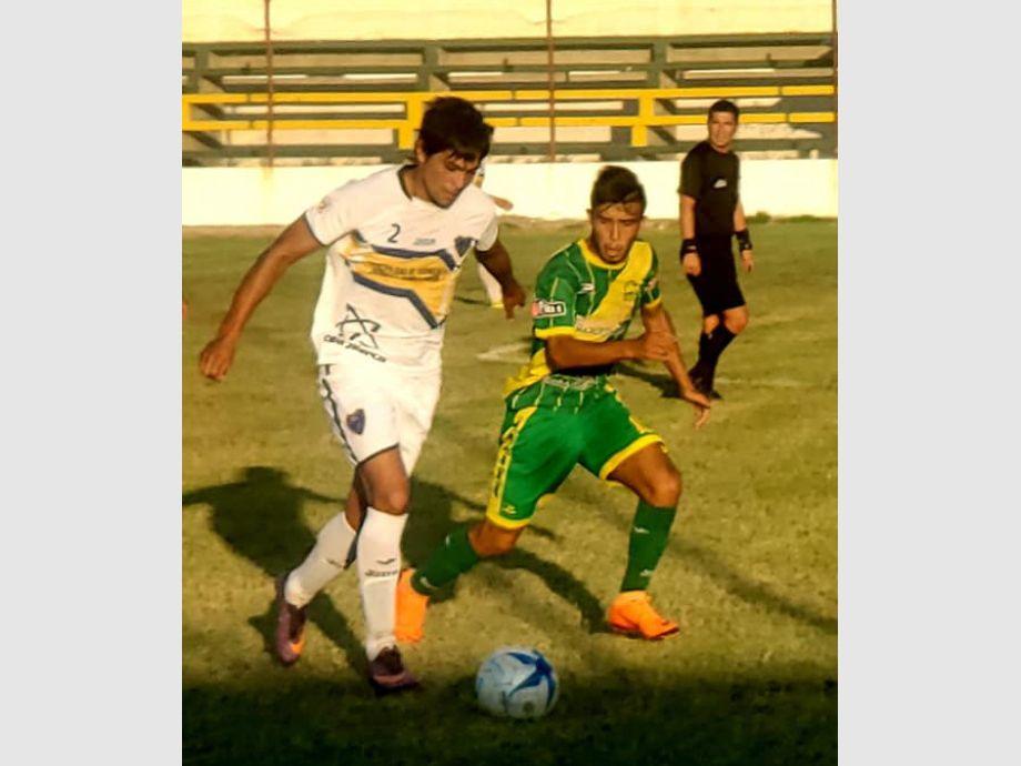 Valioso. Fue el triunfo de Boca que le permite liderar junto a Trinidad. - TORNEO REGIONAL AMATEUR Defensores de Boca Sportivo Peñaflor