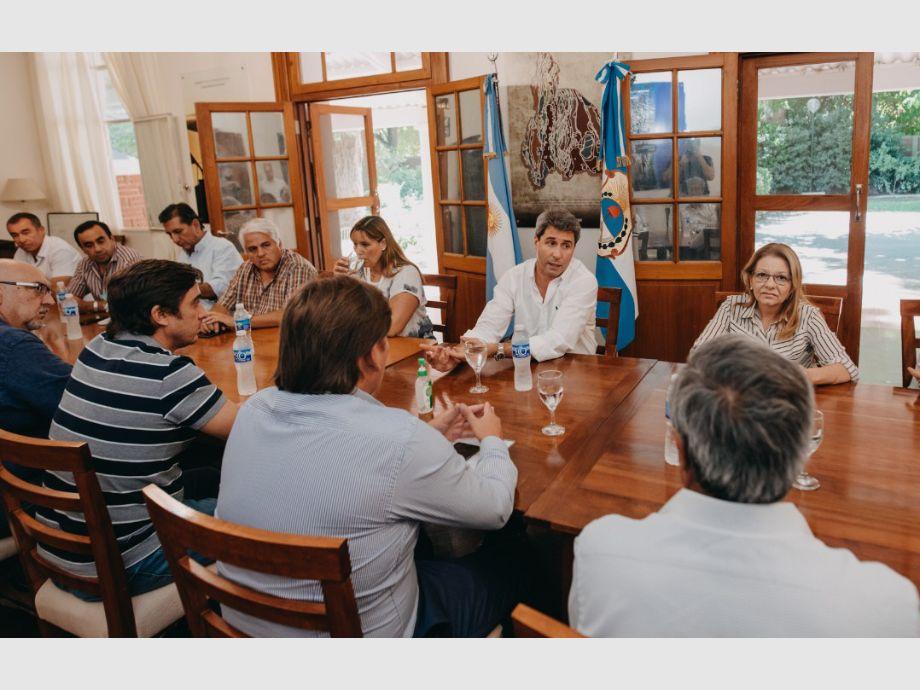 Ayuda. El gobernador Uñac y la ministra Marisa López les comunicaron a los intendentes la primera ayuda para mitigar los efectos del coronavirus en la provincia. Fueron 31 millones de pesos del Fondo de Emergencia Municipal. - coronavirus en San Juan
