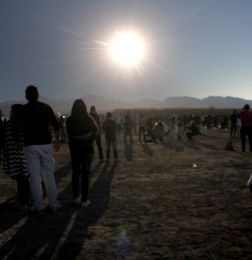 Mucha gente, emoción, Sol y oscuridad: las mejores imágenes del eclipse total 2019 - Fotos del Eclipse Eclipse Solar Eclipse total de Sol en San Juan A 1 año del eclipse total de Sol
