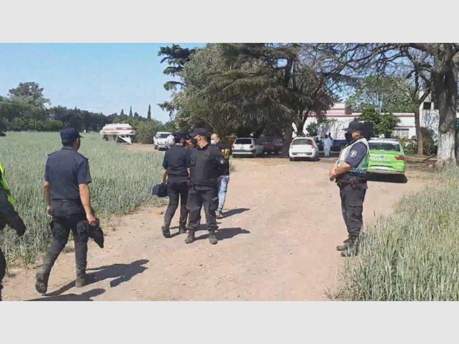 Matan a un trabajador rural a puñaladas y encuentran su cadáver mutilado en un campo -