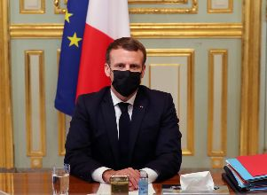 French President Emmanuel Macron attends a video conference of EU leaders in Paris - Ataque terrorista en Francia