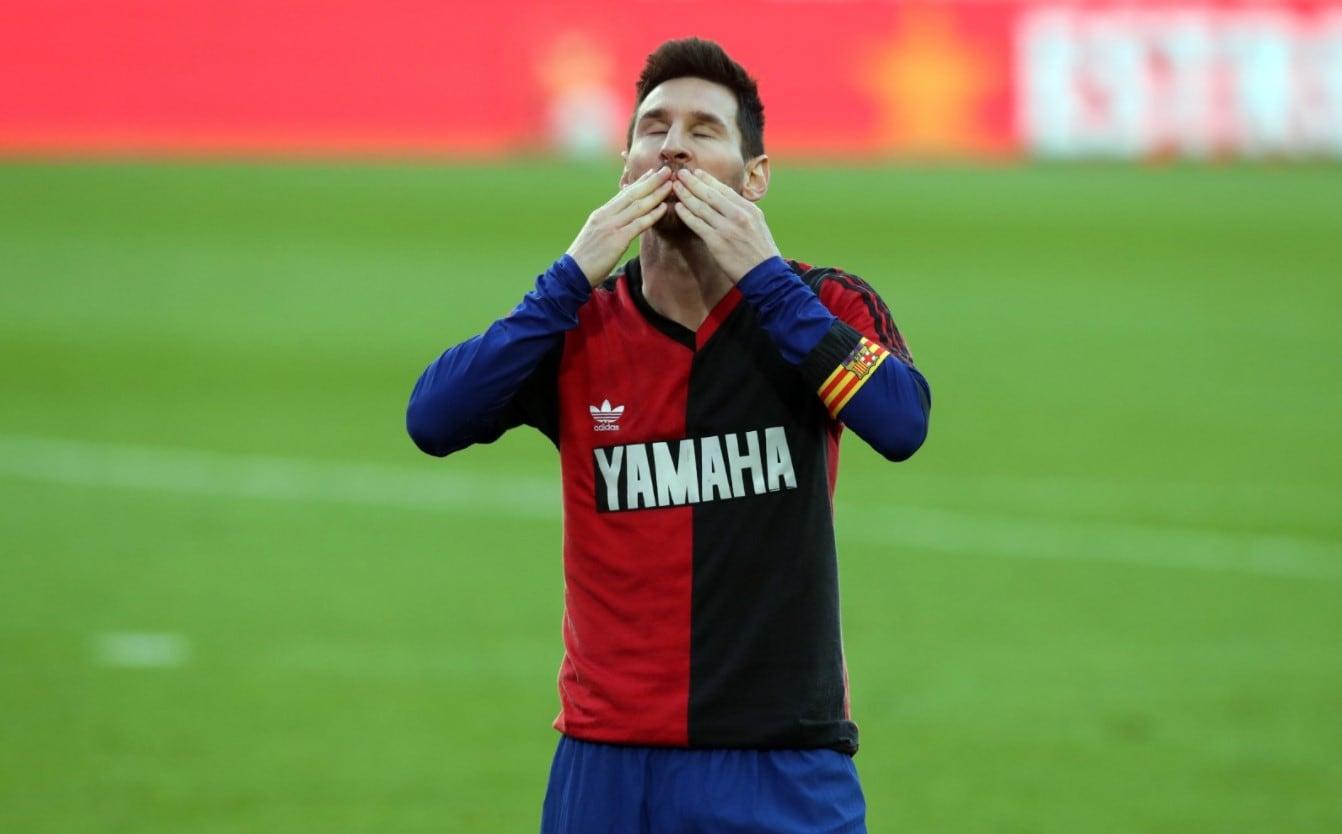 Multaron a Messi por usar la camiseta de Newell's en homenaje a Maradona:  cuánto deberá pagar |