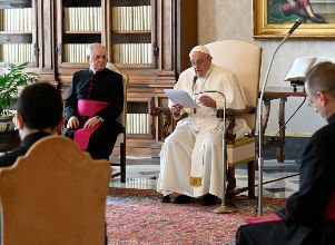 Pope Francis delivers his weekly general audience from the library of the Apostolic Palace, in Vatican - Estados Unidos Papa Francisco