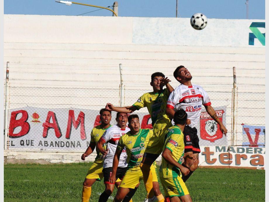 Clave. Atlético Trinidad necesitaba ganar y no pudo con Peñaflor para reacomodarse en la tabla. - TORNEO REGIONAL AMATEUR Atlético Alianza Atlético Trinidad
