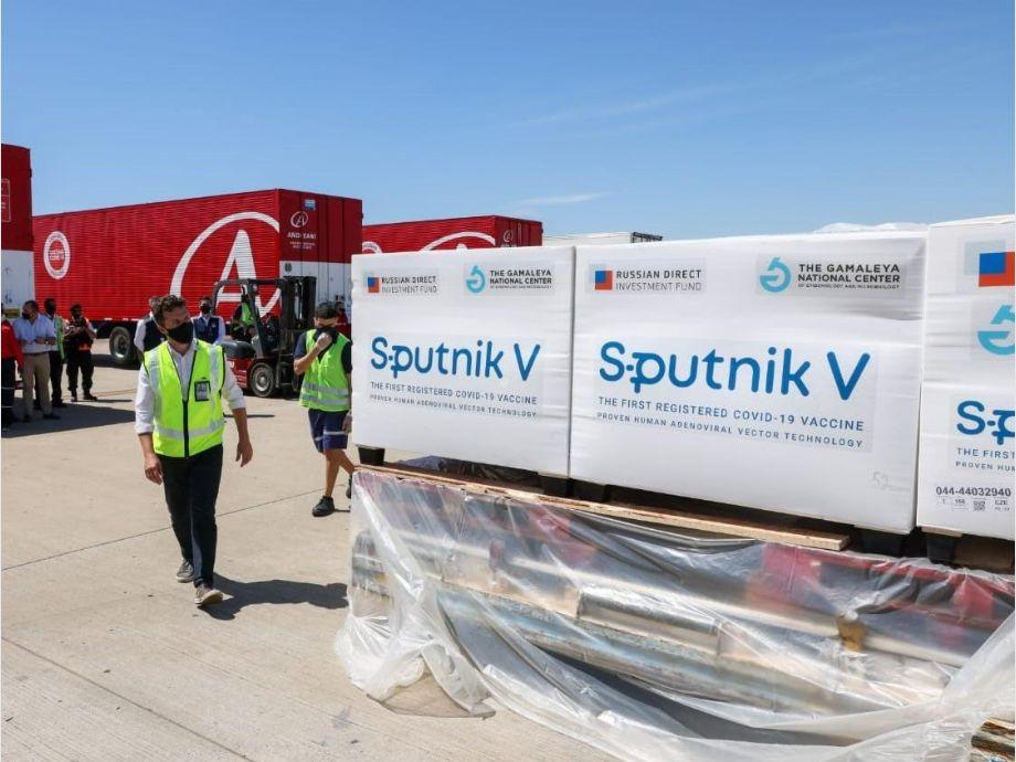 Partirá este miércoles un nuevo avión para buscar más dosis de la vacuna Sputnik V - sputnik v vacuna coronavirus