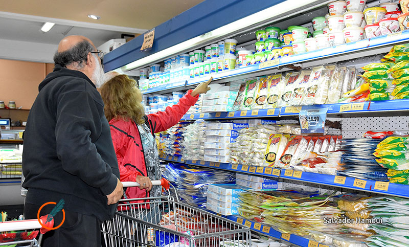 Las ventas en los supermercados bajaron en febrero 5,8% interanual