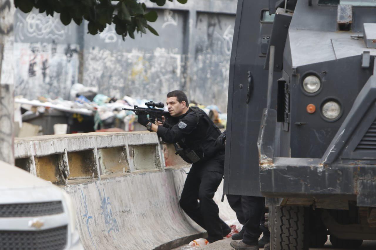 Al menos 25 muertos por un operativo antidrogas en favela de Brasil  