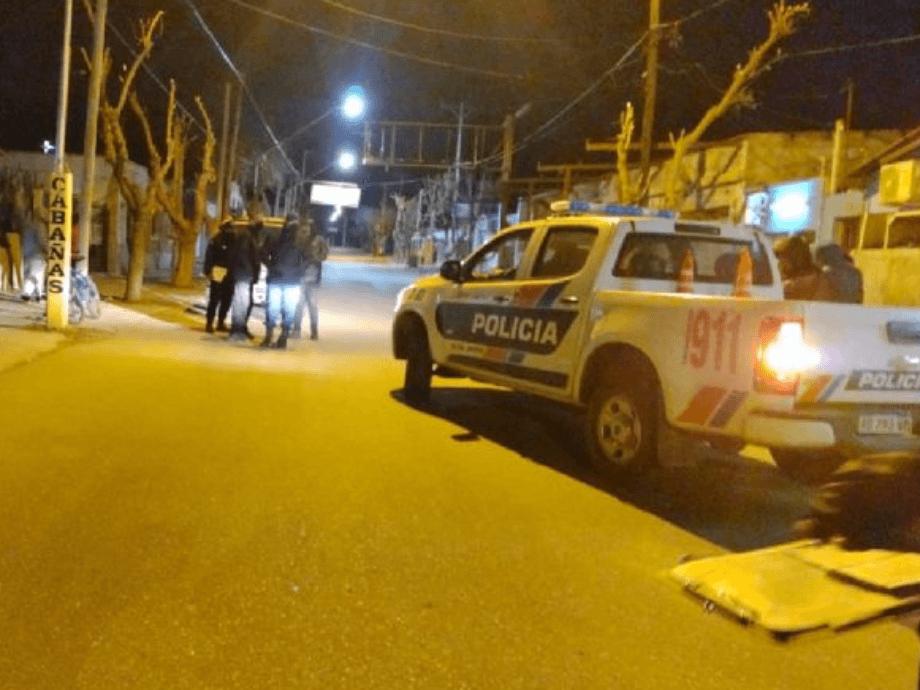 Sancionarán a 2 policías por ir a una fiesta clandestina en el Valle en pleno pico de casos - Valle Fértil Policías en una fiesta clandestina