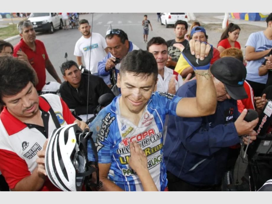 La familia de Naranjo viajó a despedirse del ciclista, que sigue gravísimo -