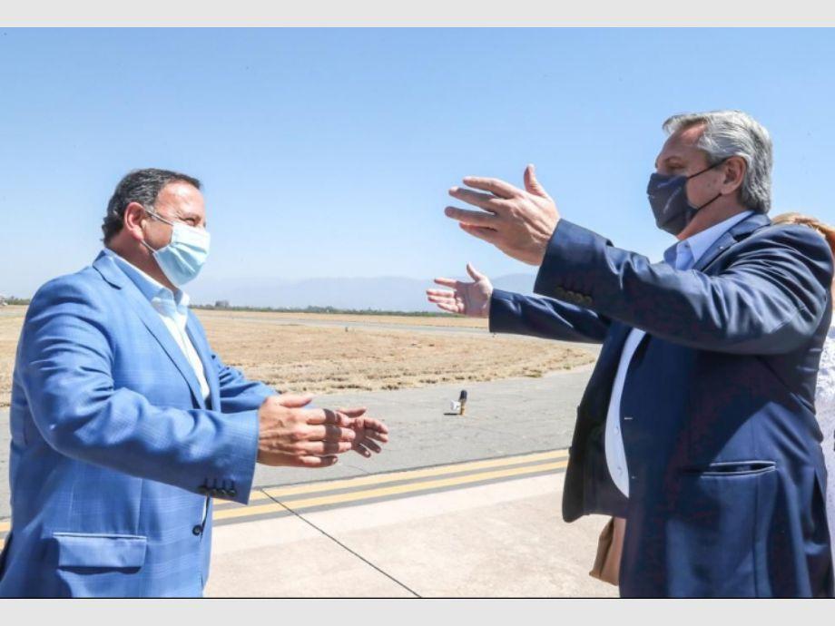 Alberto Fernández ya está en La Rioja para reunirse con los gobernadores peronistas - ALBERTO FERNÁNDEZ REUNIÓN CON GOBERNADORES LA RIOJA ARRIBO