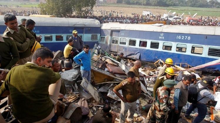 Descarrilamiento de tren en La India deja 96 muertos
