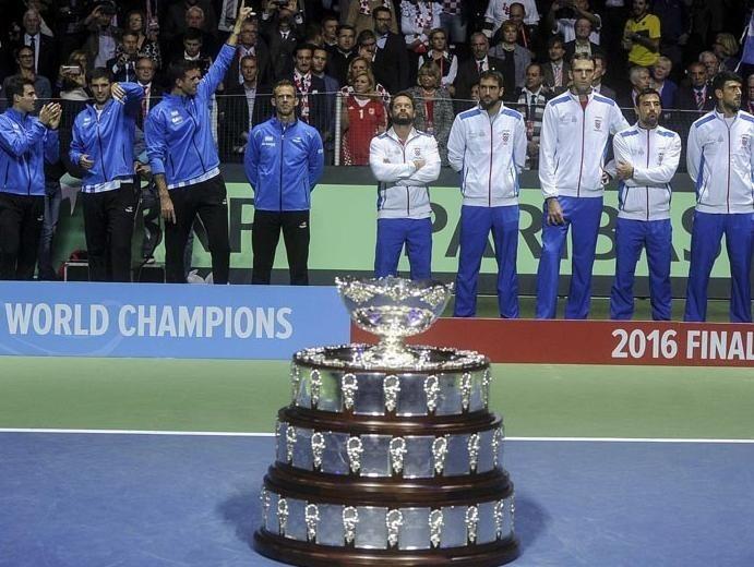 Contracara. En la premiación, los argentinos y sus rivales croatas.