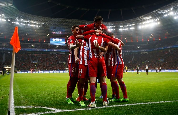 Atletico Madrid's Saul Niguez celebrates scoring their first goal with teammates - 17-CCT51731