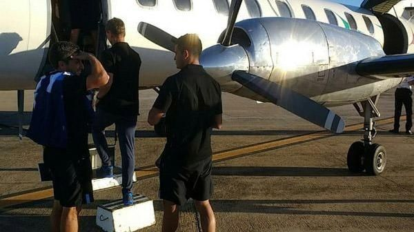 Al avión de Racing se le abrió la puerta en pleno despegue